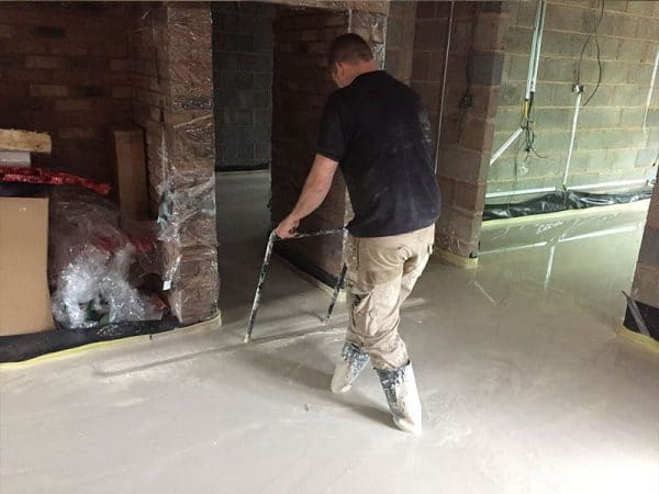 Levelling Out a Liquid Screed